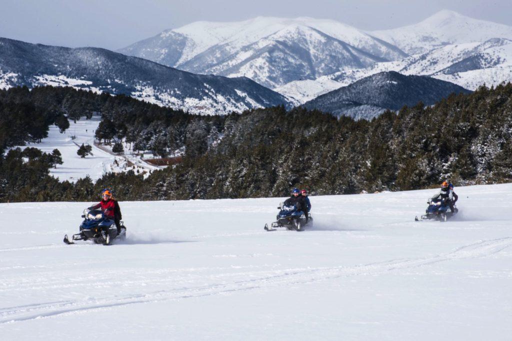 Motos de neu a Naturlandia
